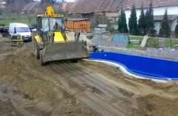 Stavba bazénu u RD Semtěš